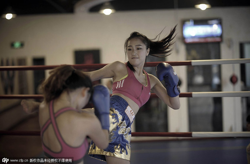 盘点职场白领另类减压大法 美女拳击迷倒众人