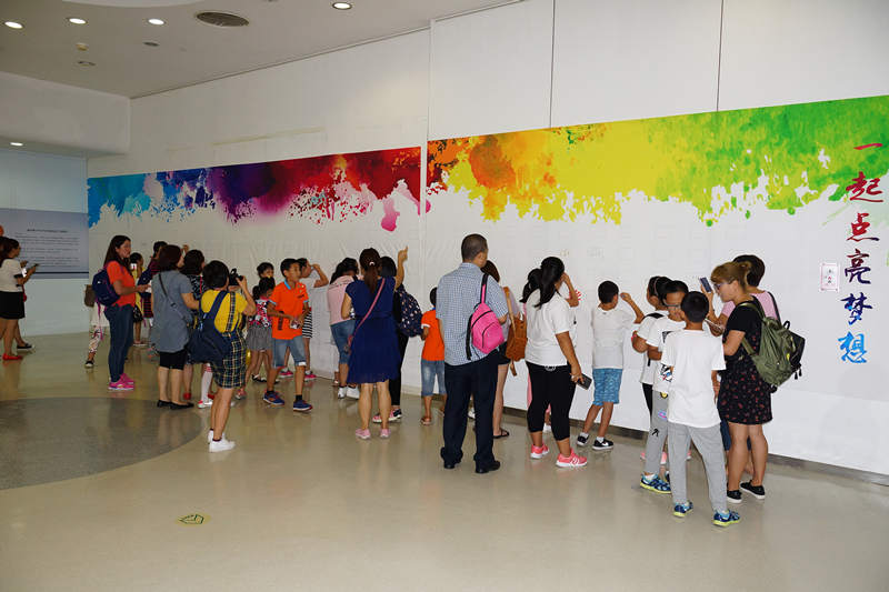 第四届国际青少年手写手绘明信片大展在水立方开幕