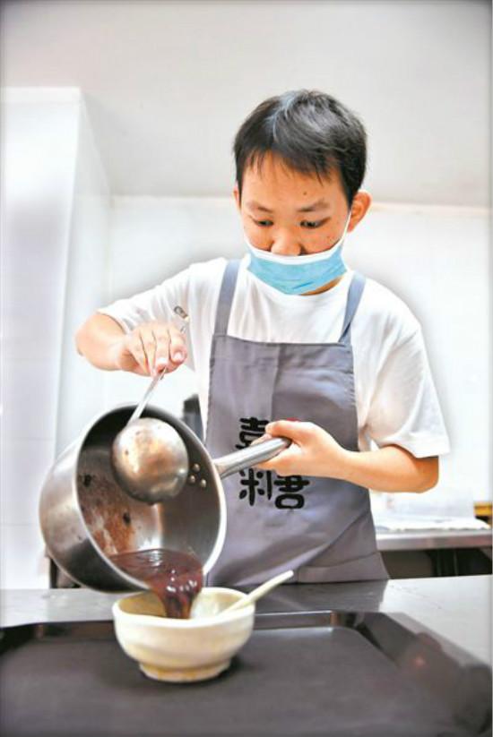 """世界精神卫生日:看喜憨儿追梦""""甜蜜""""事业"""